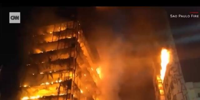 انهيار مبنى بالبرازيل خلال إخماد حريق