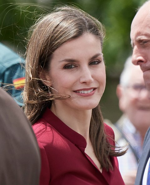 Queen Letizia wore Felipe Varela blouse and floral skirt, Felipe Varela clutch bag, Magrit pumps. National Centre for Technology and Food Safety