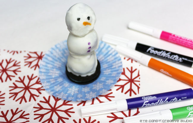 drawing face on oreo cookie ball snowman, edible food markers