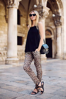 Calças animal print leopardo com top preto