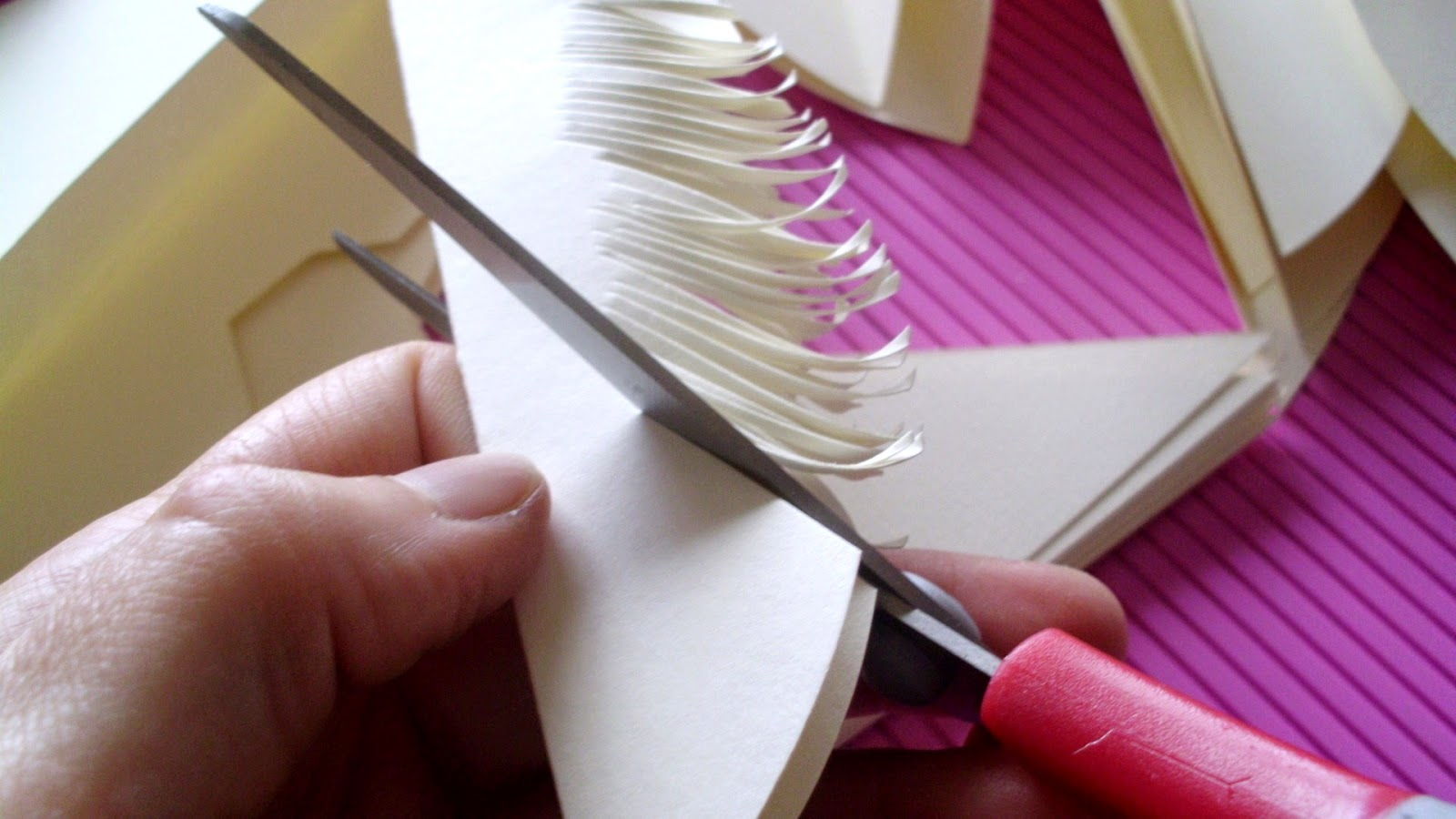 tutorial - huge paper feather flower