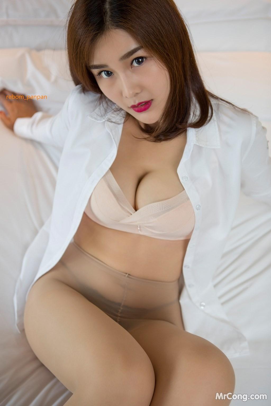 Image Yan-Pan-Pan-Part-4-MrCong.com-014 in post Người đẹp Yan Pan Pan (闫盼盼) hờ hững khoe vòng một trên giường ngủ (40 ảnh)