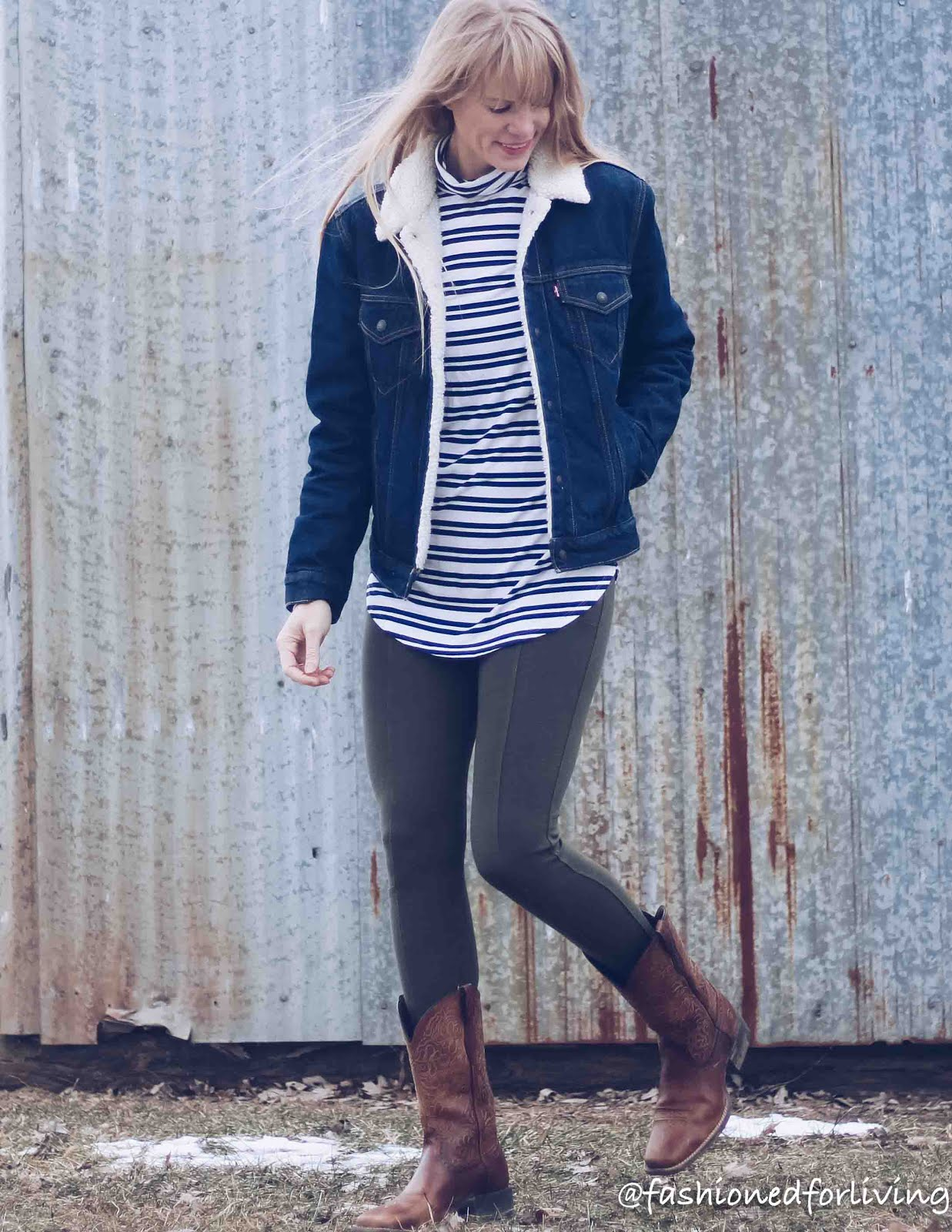 cowboy boots outfit with leggings