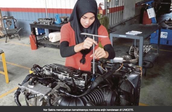 Wanita Dilamar Oleh 100 Lelaki Dalam Tempoh Sebulan. Puncanya Buat Ramai Wanita Cemburu.