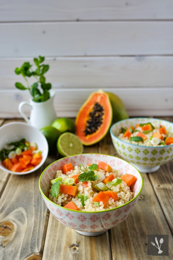 sia s soulfood foodblog quinoa salat mit papaya minze und limettendressing. Black Bedroom Furniture Sets. Home Design Ideas