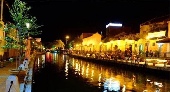 permandangan melaka river cruise malam