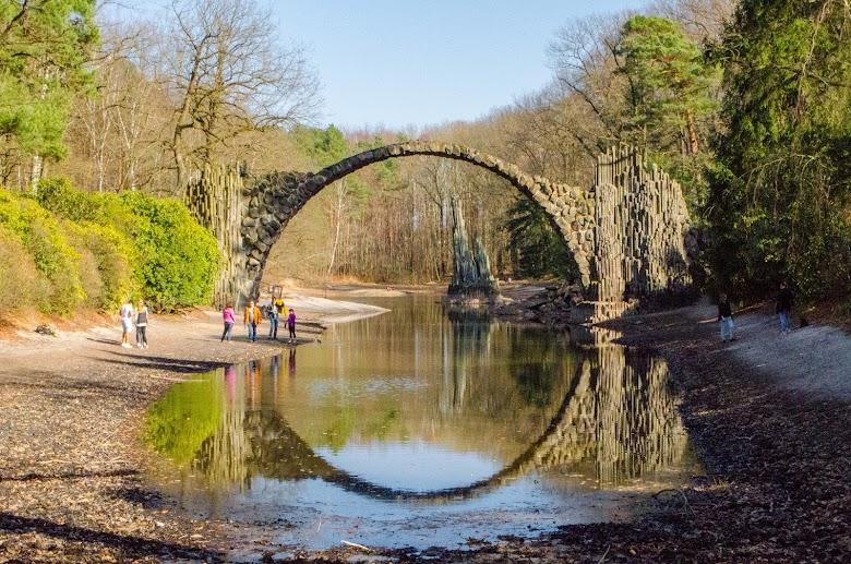 Rakotzbrücke: Pohádkový most se strašidelným názvem