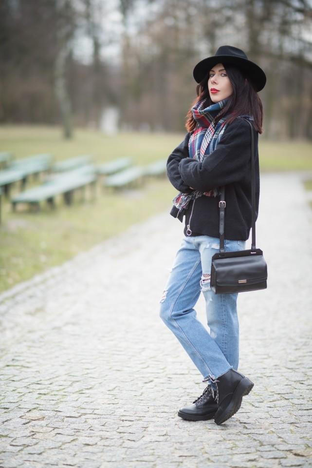 stylizacja grunge | styl grunge na wiosnę | stylizacja z jeansami z dziurami | mom jeans | stylizacja z kapeluszem | glany w stylizacji | wiosenny outfit | bomberka H&M | blog modowy kapelusze | blog szafiarski | blogerka z Łodzi