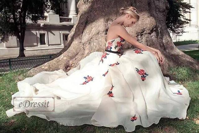 http://www.edressit.com/vintage-strapless-embroidered-beige-ball-gown-formal-dress-02160214-_p4163.html