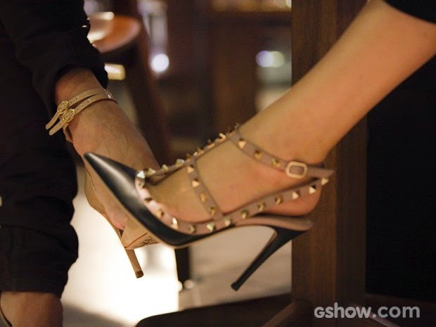 Lesbians play footsie