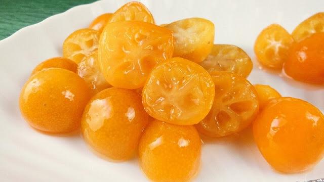 半分に切ると種の取り方が簡単!使い方広がる金柑の甘露煮