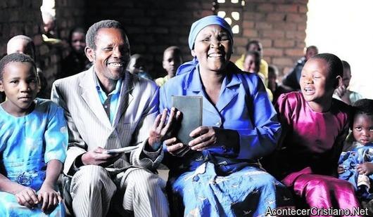 Traducen el Nuevo Testamento en idioma africano