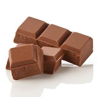 """<img src=""""chocolate.jpg"""" alt=""""el chocolate es rico en antioxidantes y polifenoles"""">"""
