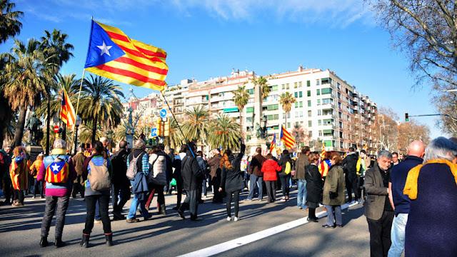 """""""El presidente del Parlamento catalán prefirió no sacrificarse y aplazar el pleno"""""""