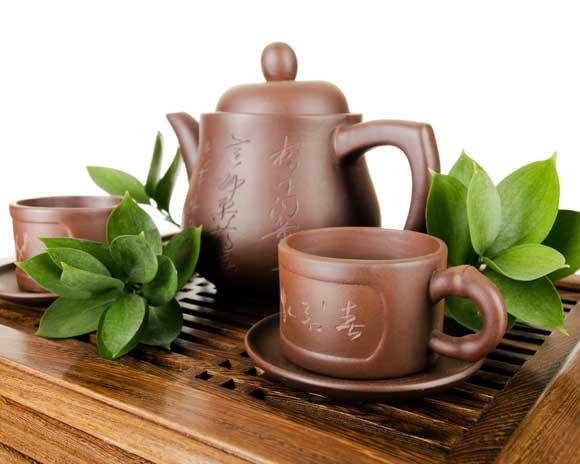 - 3 ст. л сухого черного чая; - 500 мл воды; - 3 ст. л. зверобоя; - 3 ст. л. мяты;