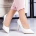 Pantofi dama cu toc albi eleganti de purtat la tinute de zi