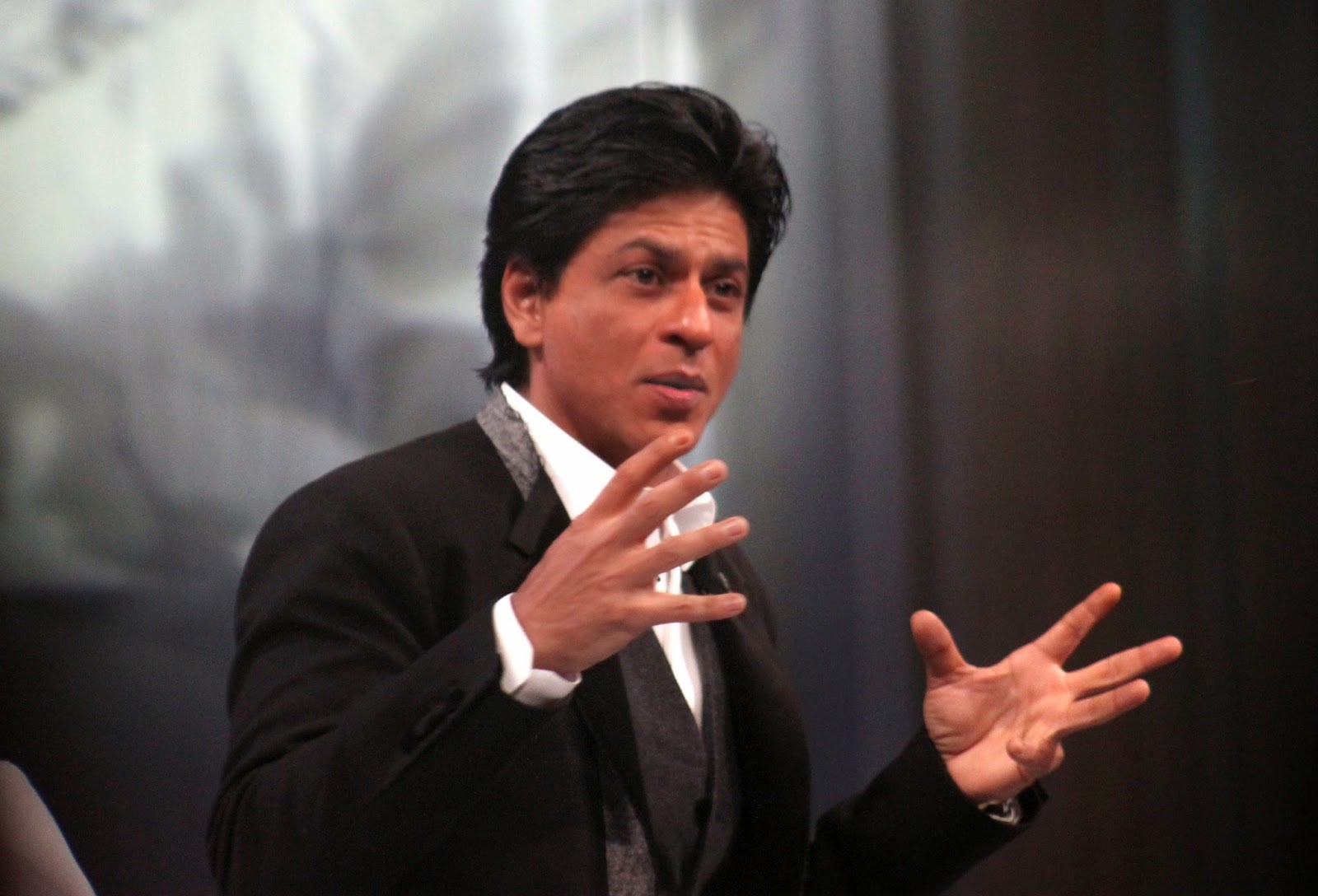 Wallpapers Wisely: Shah Rukh Khan Full HD Wallpapers
