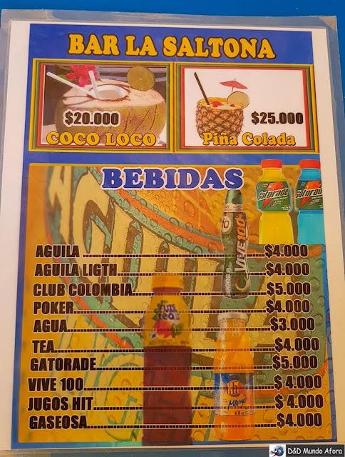 Cardápio nas barracas da Playa Blanca: caribe colombiano em Cartagena