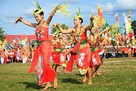 Tarian-Tradisional-Putri-Malawen