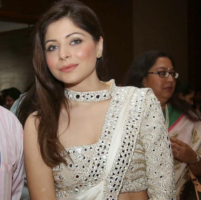 Kanika Kapoor Stills at YFLO Women Achiever Awards 2015 ...