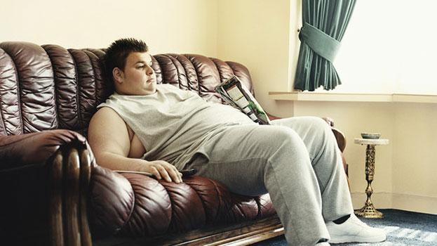 لا تجلس مائلاً على الأريكة