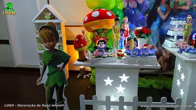 Mesa decorativa Tinker Bell para colocar o bolo e cantar o parabéns