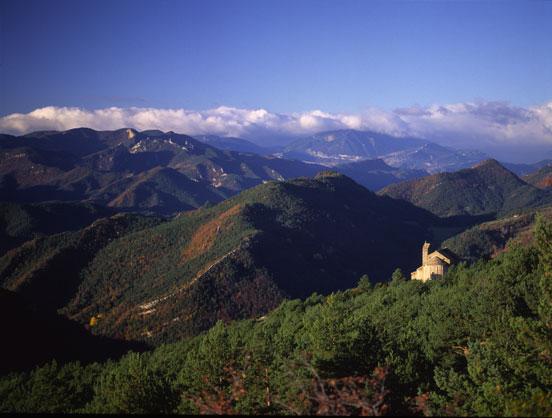 El santuario de Montgrony es uno de aquellos lugares que se consideran «mágicos» en el Ripollès