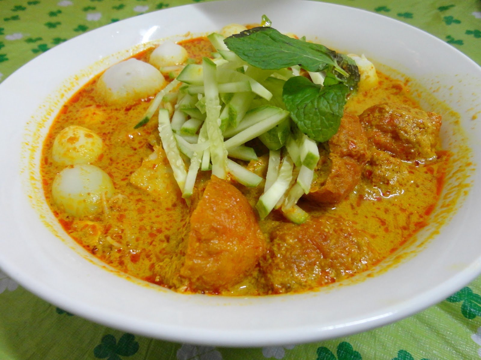 Cook 4 You & Me......: Curry Laksa ( Laksa Lemak )