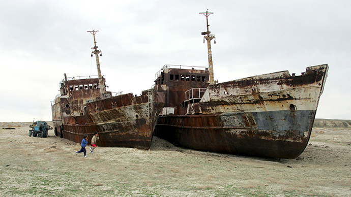 9 Historical Videos Show How Aral Sea, Once The 4th Biggest Lake In The World Turned Into A Ship Cemetery