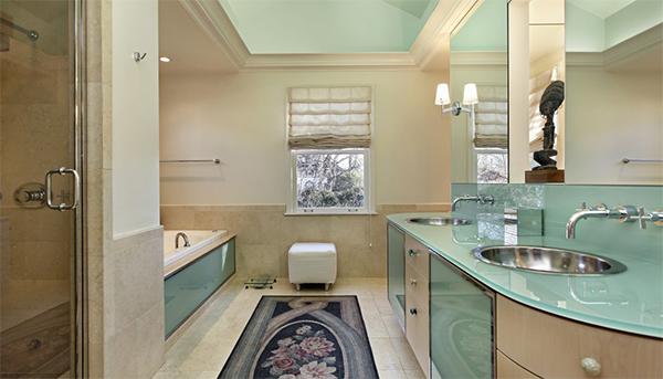 Chiều cao trần phòng tắm gia đình nên bao nhiêu?