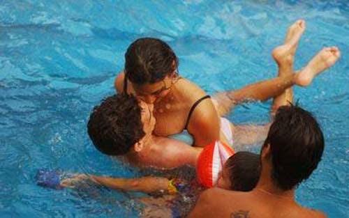 Girlfriend and boyfriend nude swimming sex