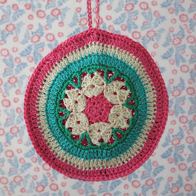 crochet, potholder, Haafner, granny chic, handmade, pastel wallpaper with flowers