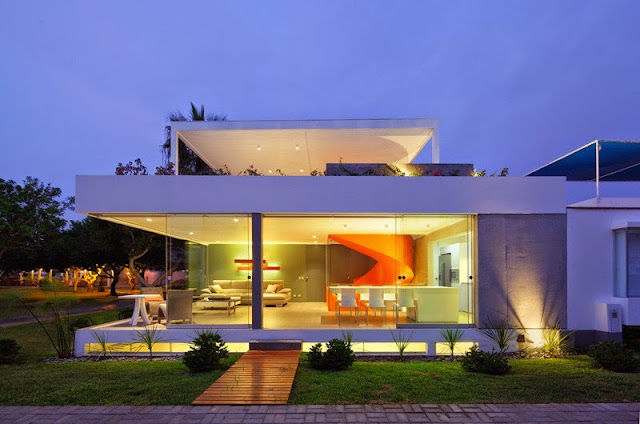 Casa Blanca with Modern Interior & Furniture by Martin Dulanto Sangalli