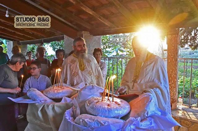 Ναύπλιο: Γιόρτασαν την μετάσταση του Αγίου Ιωάννου του Θεολόγου στο γραφικό εκκλησάκι της Καραθώνας