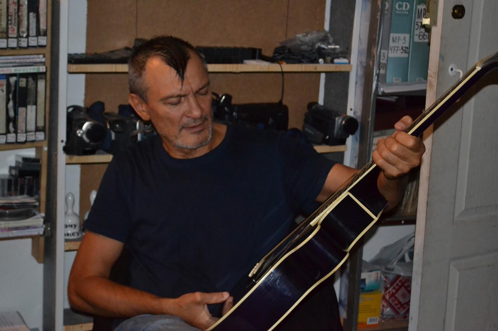 Украдені пісні повертає Україні прикарпатський бард Тарас Житинський