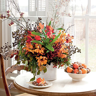The colors of this floral arrangement are perfect for fall.