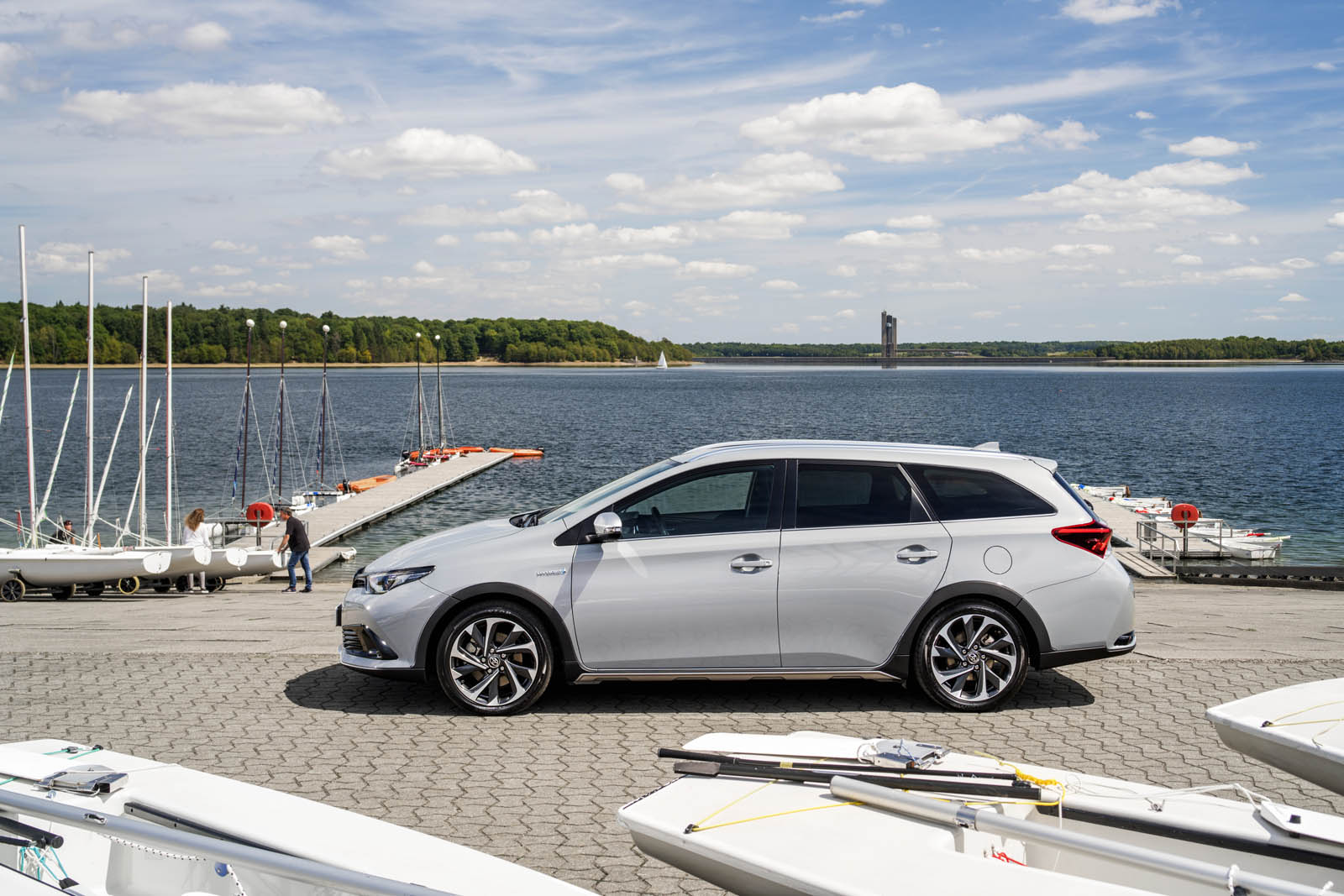 toyota auris touring sports freestyle   rugged treatment carscoops