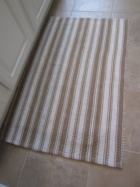Dash and Albert Striped rug - an easy way to clean!