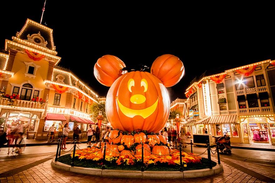 Feriados em Outubro de 2018: Dia das Bruxas, Halloween. Data comemorativa.