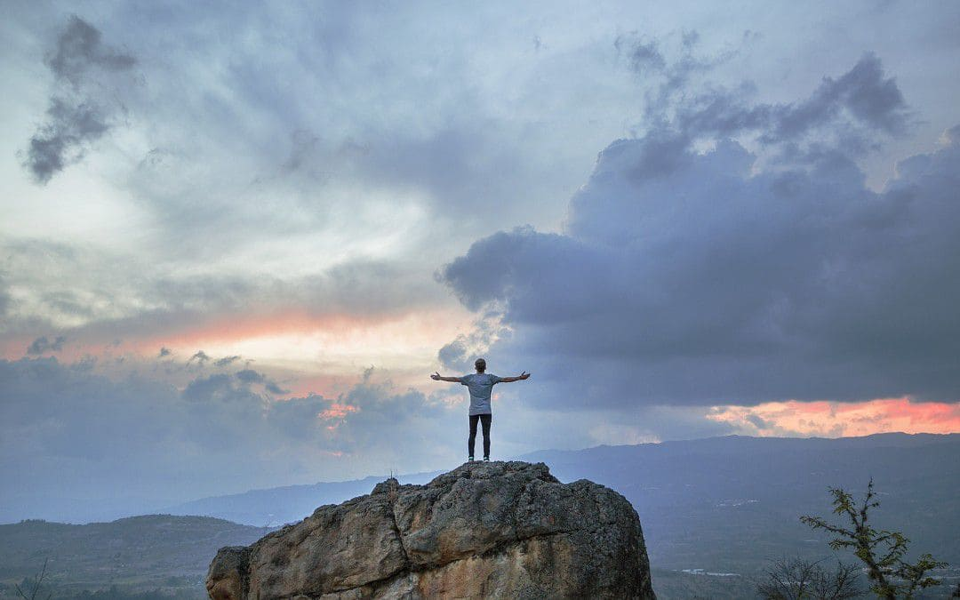 جبل - شاب - سماء - قمة - جمال - أجمل الصور الفوتوغرافية في العالم