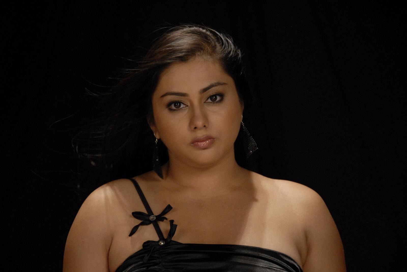 Namitha-Hot-In-Love-College-Movie-Stills-Namitha-Hot-Sexy -5984