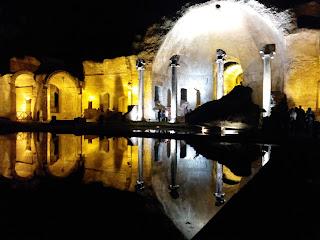 Villa Adriana a Tivoli - Apertura Notturna - Visita guidata al chiaro di luna portando la torcia