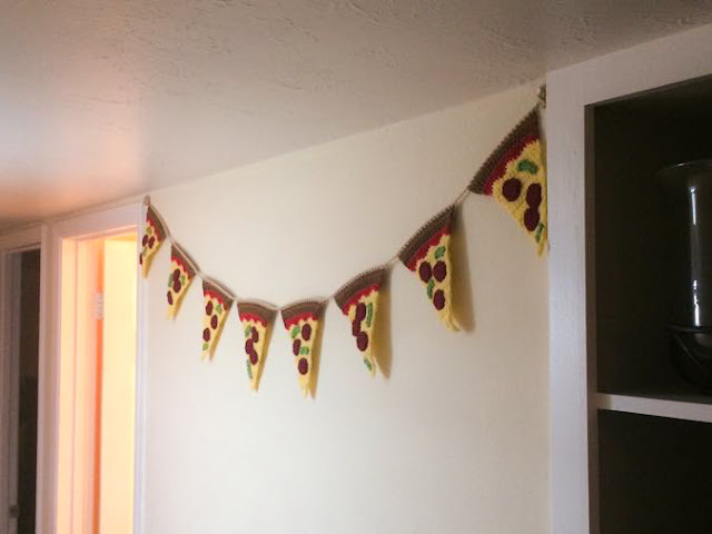 Pizza bunting crochet
