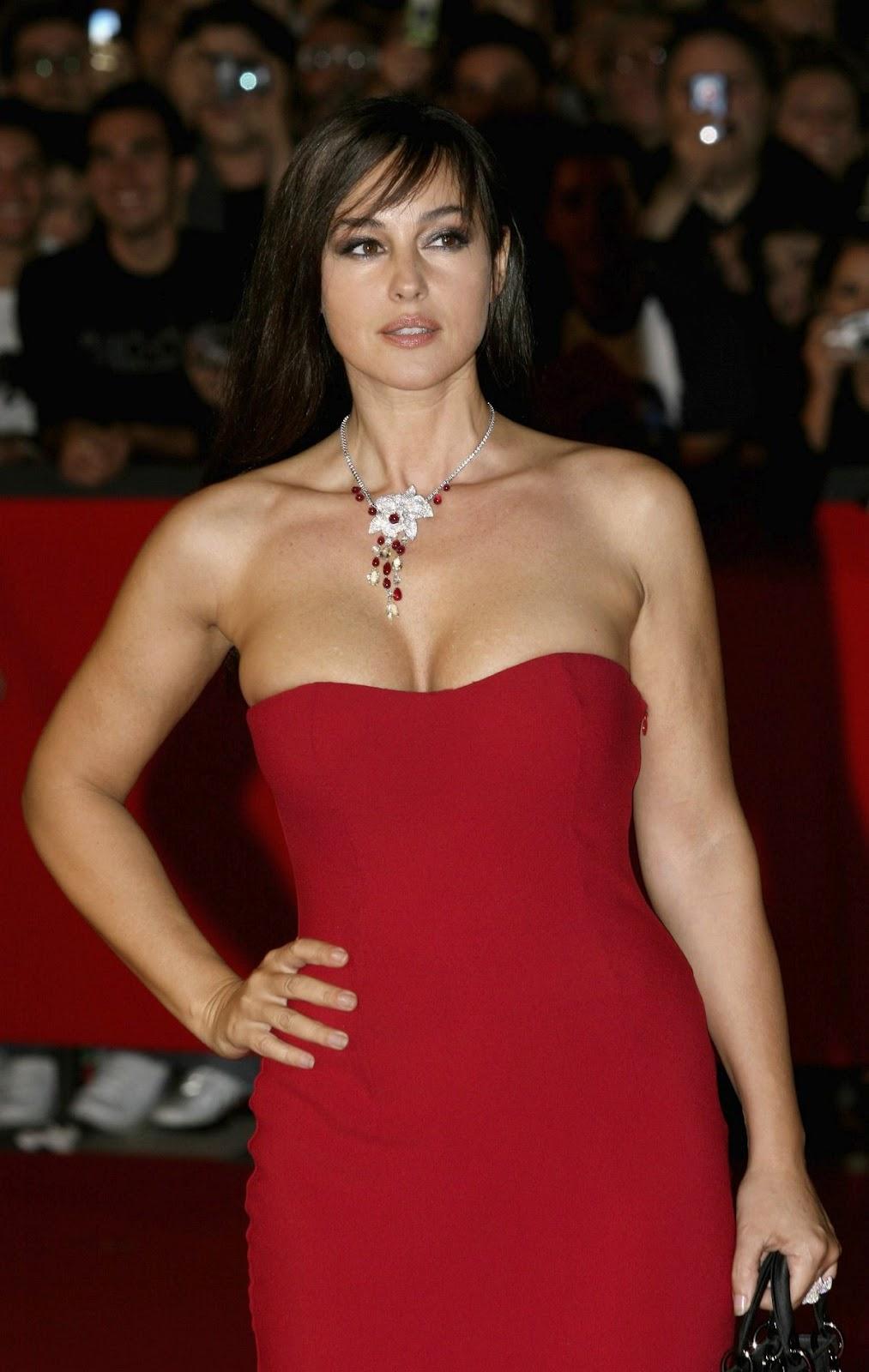 Celebrity Bra Size: Monica Belucci - 90D (34C)  Celebrity Bra S...