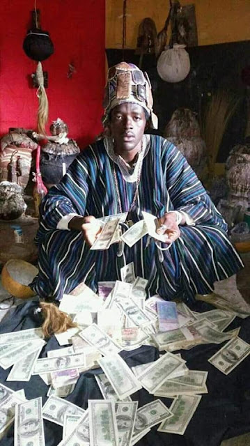 ogun - Native Doctor Poses With Dollars And Other Foreign Currencies In Ogun State (Photos)