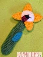 http://www.galamigurumis.com/la-mariquita-y-la-flor-patron-sonajero/