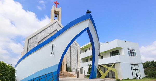 台中龍井|磐頂教會-外觀像一艘方舟的教會,免費參觀拍照