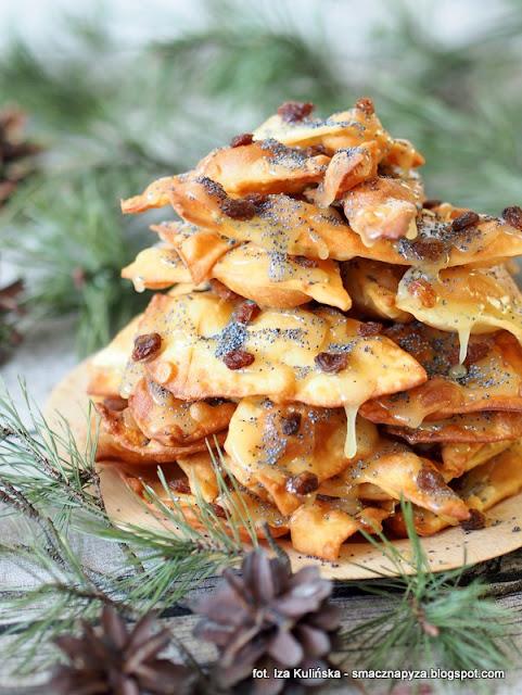stos ciasteczek jak mrowisko, faworki, chrust, desery karnawalowe, tlusty czwartek, deser litewski, jak zrobic mrowisko