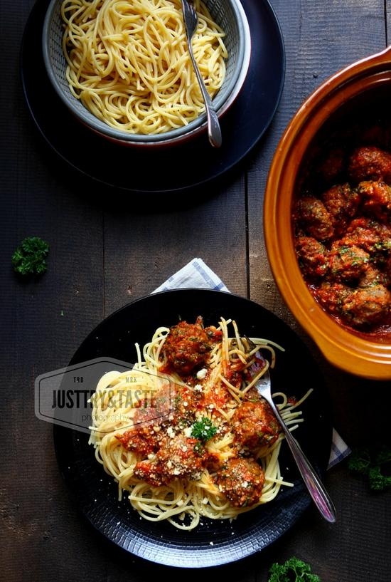 Resep Spaghetti Meatballs Keju dengan Saus Tomat Homemade