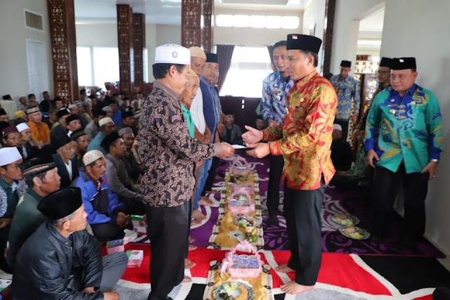 Parosil Bagikan Insentif Guru Ngaji, Imam dan Marbot